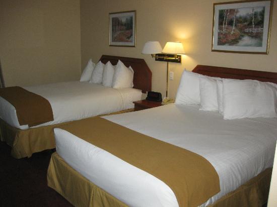 Ramada Northwest Fresno : beds