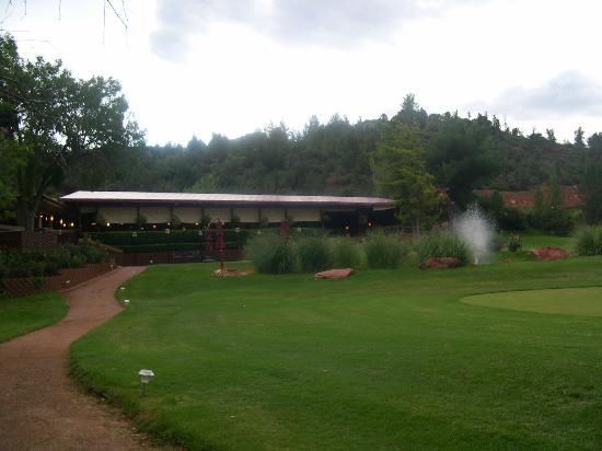 بوكو ديابلو ريزورت: Vista del resort dal prato/giardino. 