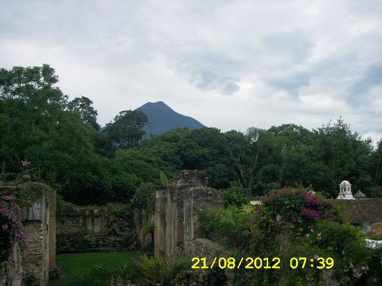 Hotel Cirilo: Vista del volcán desde la terraza