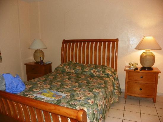 The Fajardo Inn: Large, comfortable bed