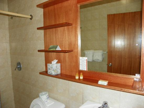 The Fajardo Inn: Bathroom