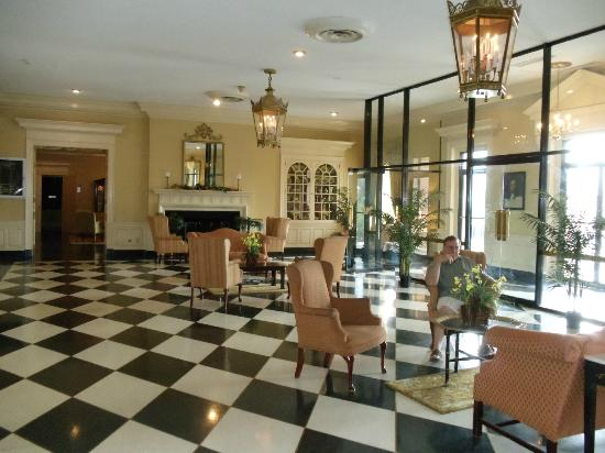 Natural Bridge Park Historic Hotel: Front lobby