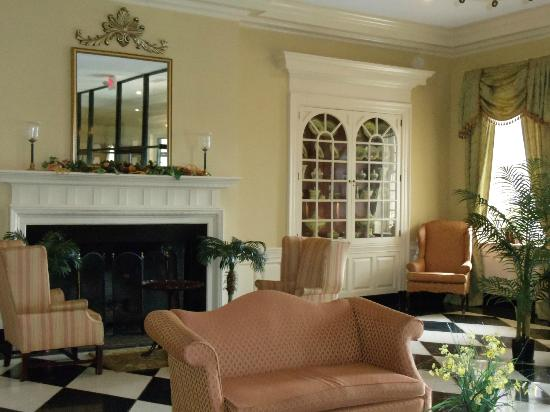 Natural Bridge Historic Hotel & Conference Center: Front lobby
