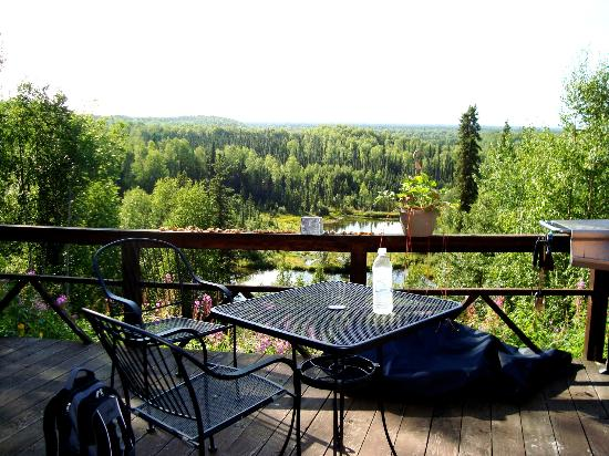 Talkeetna Denali View Lodge & Cabins: Deck area
