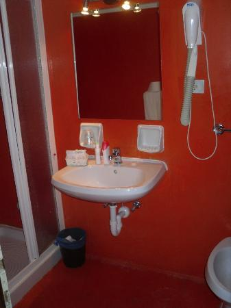 Piccolo Hotel: interno bagno