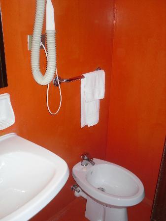 Piccolo Hotel: rivestimento bagno