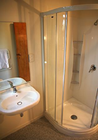 Haka Lodge: Brand new bathrooms throughout our lodge.