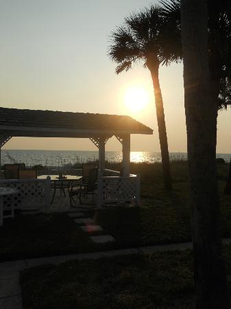 Gulfside Beach Club: communal gazebo overlooking ocean