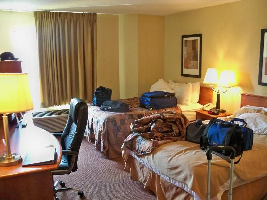 Sleep Inn Louisville: Two double beds.