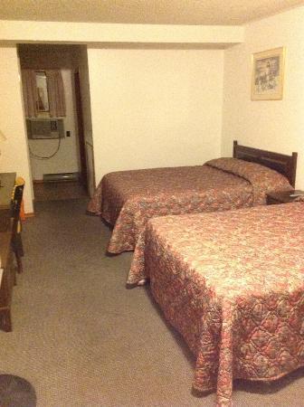 Seven Oakes Motel: habitacion