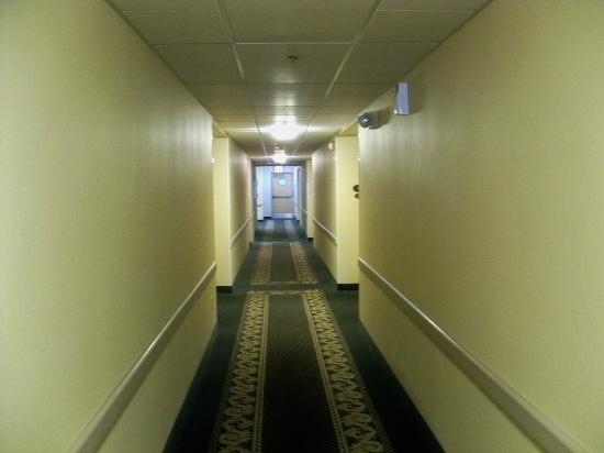 Sleep Inn Louisville: Second Floor Hallway.