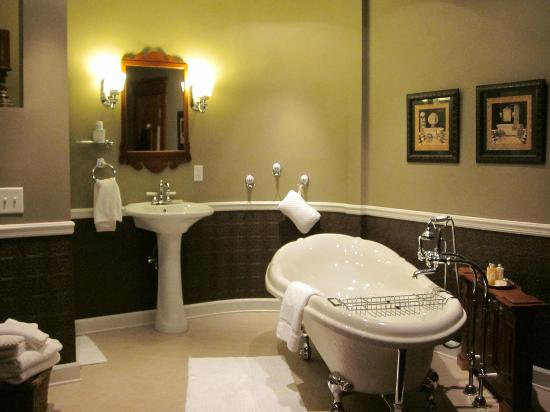 Waller House Inn: Diamond room bathroom