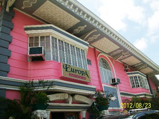 Europa Mansionette Inn: Pink hotel