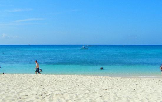 Seven Mile Beach: Public Beach