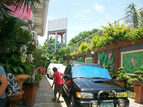 Europa Mansionette Inn: Parking area on-site