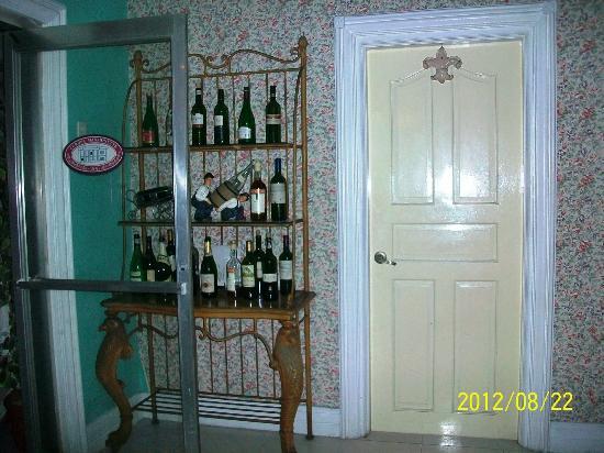 Europa Mansionette Inn: Bar
