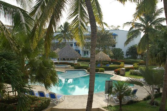 Hotel Playa Blanca Beach Resort : quiet pool