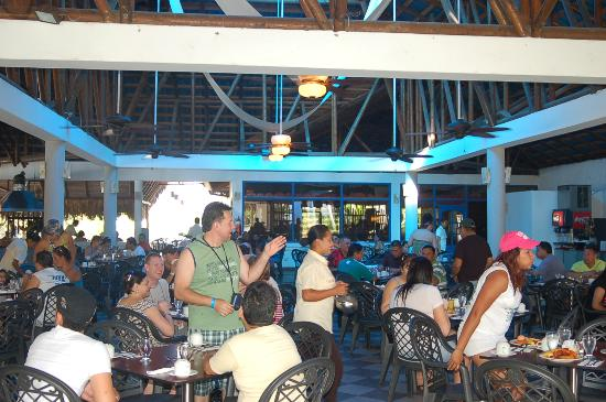 Hotel Playa Blanca Beach Resort: buffet restaurant