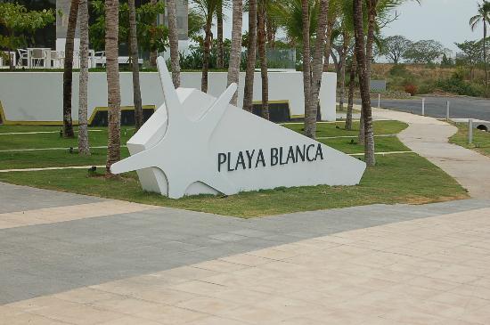 Hotel Playa Blanca Beach Resort: hotel entrance