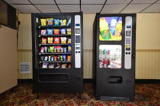Howard Johnson Inn Saugerties: Hotel Vending area