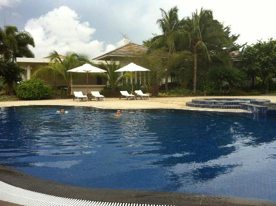 Princess D'An Nam Resort & Spa: Pool in garden