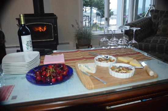 Ann's Point Inn: Alan's Cheese, Cracker and Wine Tasting