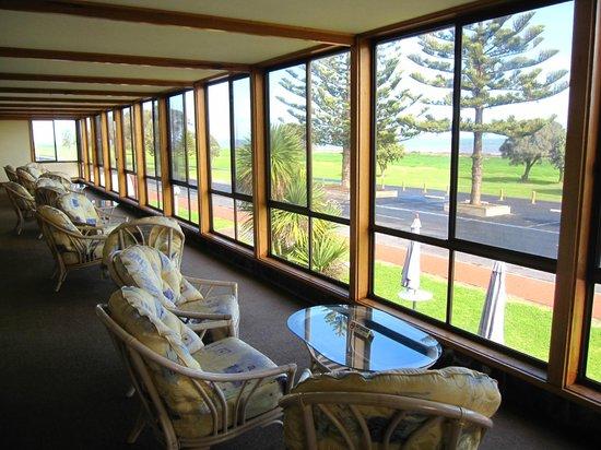 Lacepede Bay Motel: Porch Area with Ocean View
