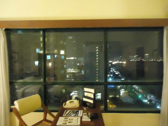 The Gurney Resort Hotel & Residences: Writing desk with curtains open