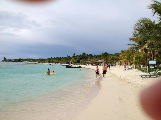 Infinity Bay Spa and Beach Resort: The beach in front