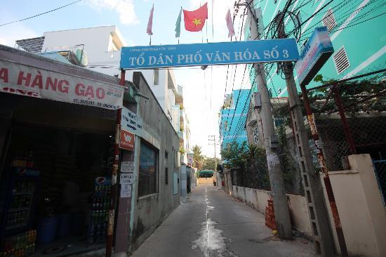 Truong Giang hotel: Street