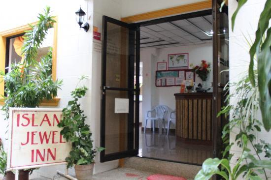 Island Jewel Inn: Entrance