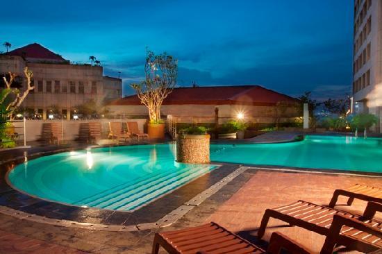 Hotel Bidakara Grand Pancoran Jakarta: swimming pool area