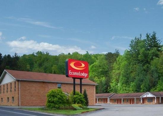 Elkins Economy Inn: Exterior View