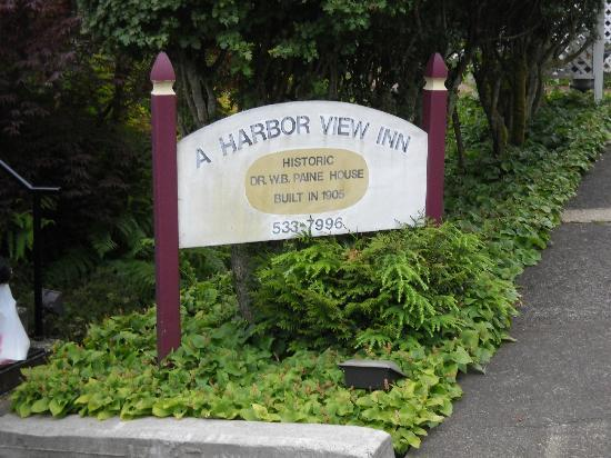 A Harbor View Inn: Sign out front