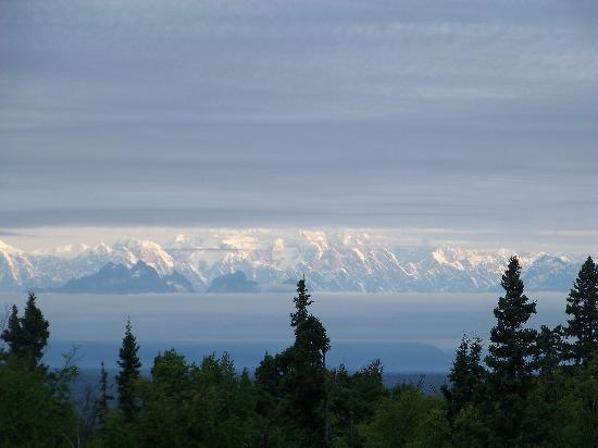 Grace and Bill's Freedom Hills B&B: Zoomed in more...you can see the bottom of Mt. McKinley. But on a clear day it is amazing!