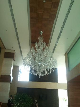 Nadiad, Indien: Lobby Chandelier - Liked it so clicked it
