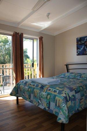 Pippies Beachhouse: Double Room, pool views, balcony