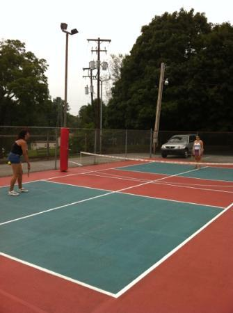 Circle M RV & Camping Resort: pickle ball at circle m