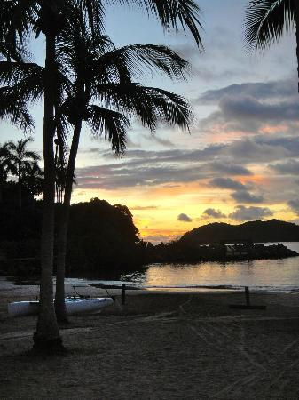 Club Med Ixtapa Pacific: Beautiful sunset from the Club Med beach