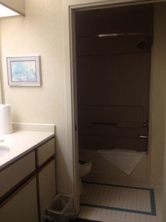Staybridge Suites San Francisco Airport: toilet in my room 411