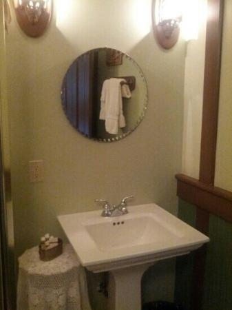 Palace Hotel Port Townsend: Ms Claire bathroom