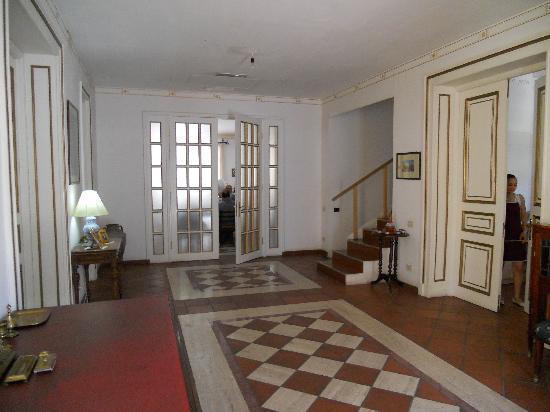 Villa Ayghedzor lobby