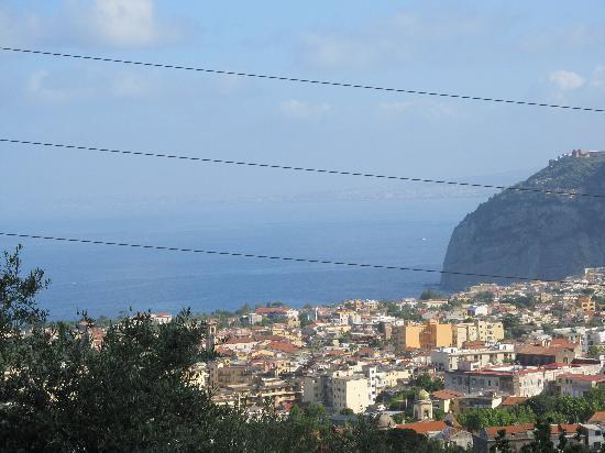Agriturismo L'Olivara: Blick vom Wohnzimmer auf die Bucht