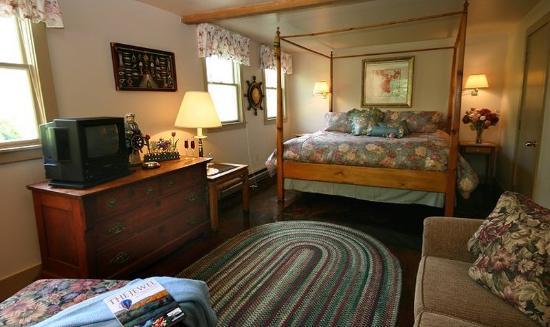Blue Harbor House: Captain
