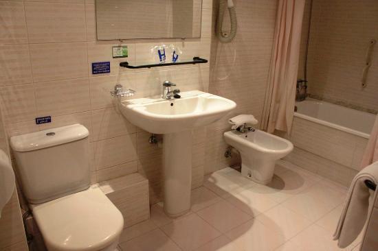 Hotel Pinamar: Baño Habitacion