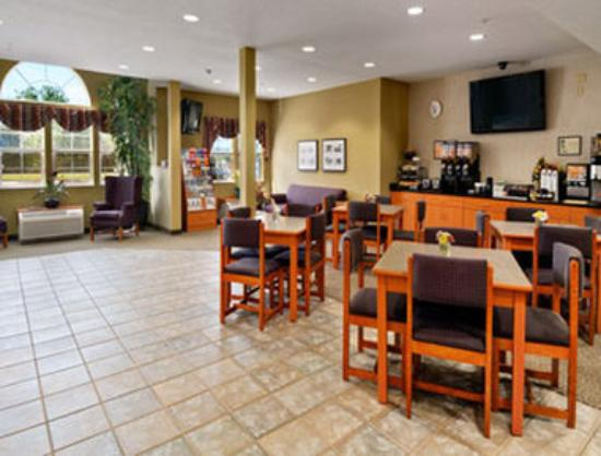 Stay Beyond Inn & Suites: Breakfast Area