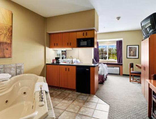 Stay Beyond Inn & Suites: Suite