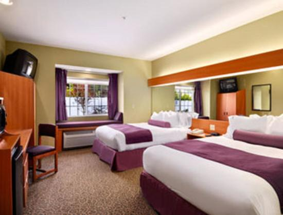 Stay Beyond Inn & Suites: Standard Two Queen Room