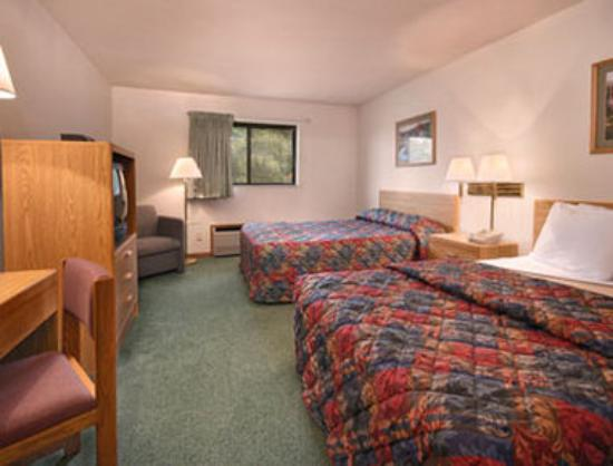 Super 8 Fort Madison: Standard Two Double Bed Room