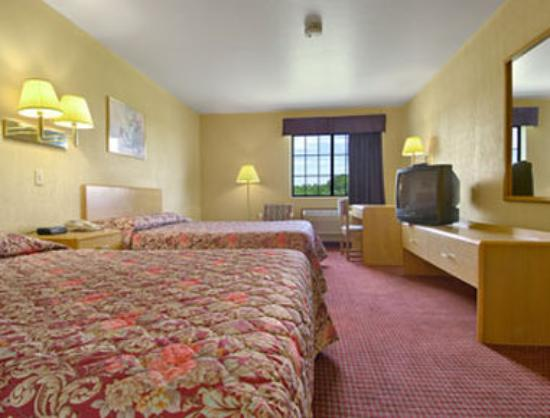 Super 8 Defiance : Standard Two Double Bed Room